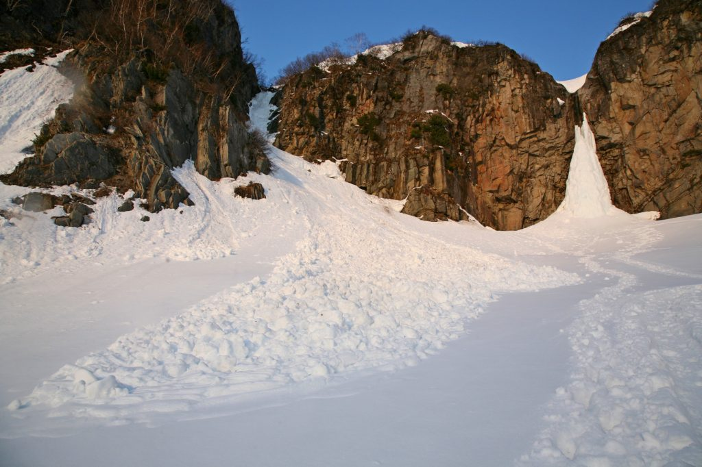 avalanche safety tips debris